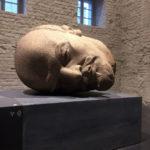 """Kopf des ehemaligen Lenin-Denkmals in Berlin-Friedrichshain (Ausstellung """"Enthüllt. Berlin und seine Denkmäler"""" in der Zitadelle Spandau)"""